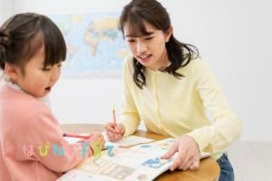勉強中の親子